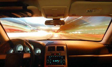 Autohimmel reinigen: So geht es schnell und einfach